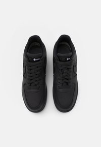 Nike Sportswear - AIR FORCE 1 GTX UNISEX - Matalavartiset tennarit - anthracite/black/barely grey - 5