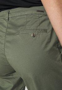 Esprit - Pantalones chinos - khaki green - 3