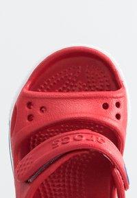 Crocs - CROCBAND II  - Sandalias de senderismo - pepper/blue jean - 4