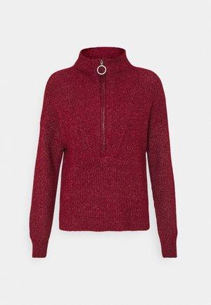 NMNEWALICE HIGH NECK - Stickad tröja - rhubarb