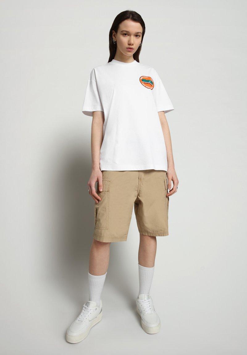 Napapijri - S-ALHOA - T-shirt med print - white graph m