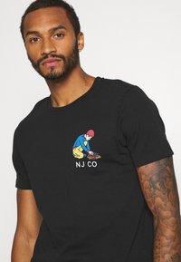 Nudie Jeans - ROY - T-shirt med print - black - 3