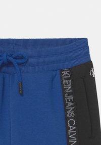Calvin Klein Jeans - COLOUR BLOCK  - Pantalones deportivos - blue - 2