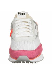 Puma - SCHUHE FUTURE RIDER STREAM ON W - Sneakers basse - white-bubblegum - 5