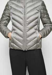 MICHAEL Michael Kors - SHORT PACKABLE PUFFER - Daunenjacke - concrete - 5