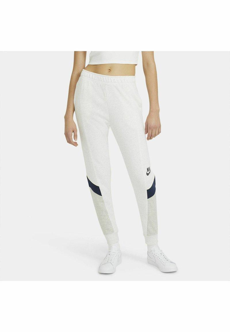 Nike Sportswear - Tracksuit bottoms - birch heather/grey heather/midnight navy/(black)