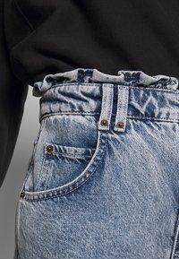 BDG Urban Outfitters - RUFFLE - Jean boyfriend - acid blue - 4