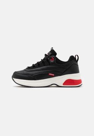 CHELSEA UNISEX - Sneakers laag - black/red