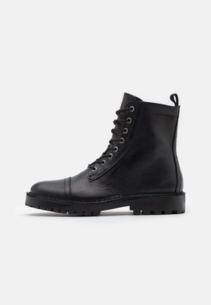 SLHRICKY HIGH TOE CAP BOOT - Stivaletti stringati - black