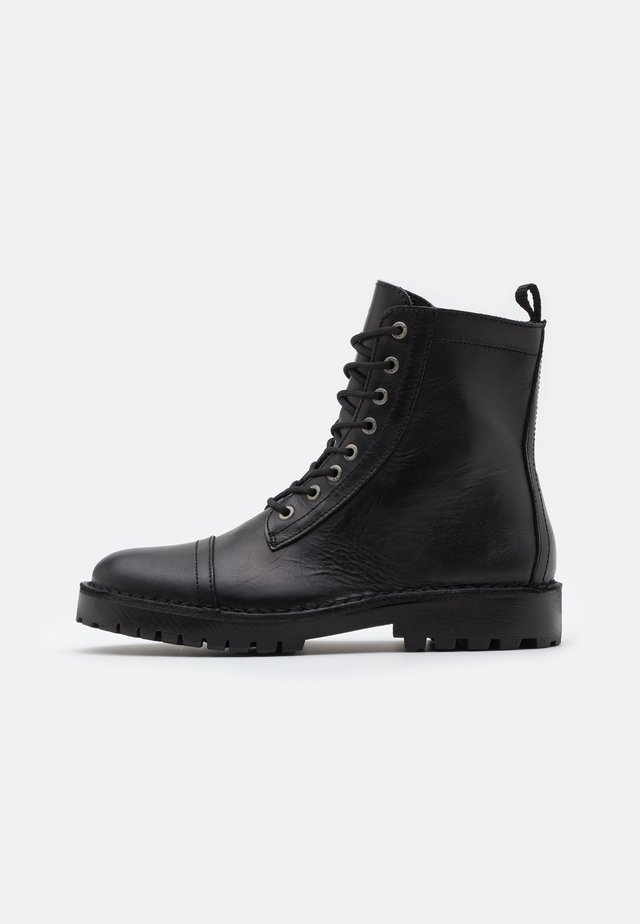 SLHRICKY HIGH TOE CAP BOOT - Lace-up ankle boots - black