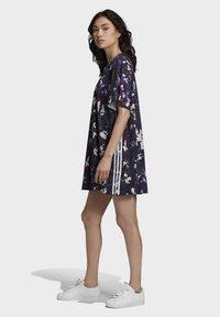 adidas Originals - BELLISTA SPORTS INSPIRED LOOSE DRESS - Sukienka z dżerseju - multicolor - 5
