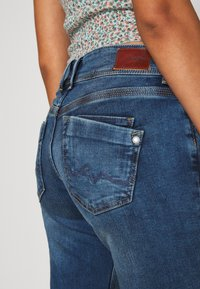 Pepe Jeans - HOLLY - Jean droit - medium used wiser wash - 5