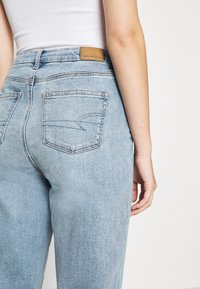 American Eagle - CURVY MOM - Straight leg jeans - light-blue denim - 5