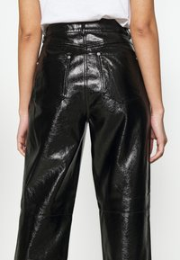 NA-KD - VINYL PANTS - Kalhoty - black - 3