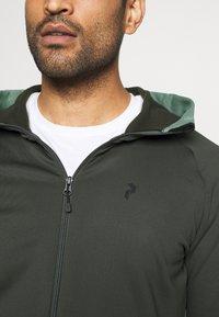 Peak Performance - RIDER ZIP HOOD - Zip-up hoodie - coniferous green - 5
