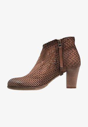 OMEGA - Ankle boots - rain nut