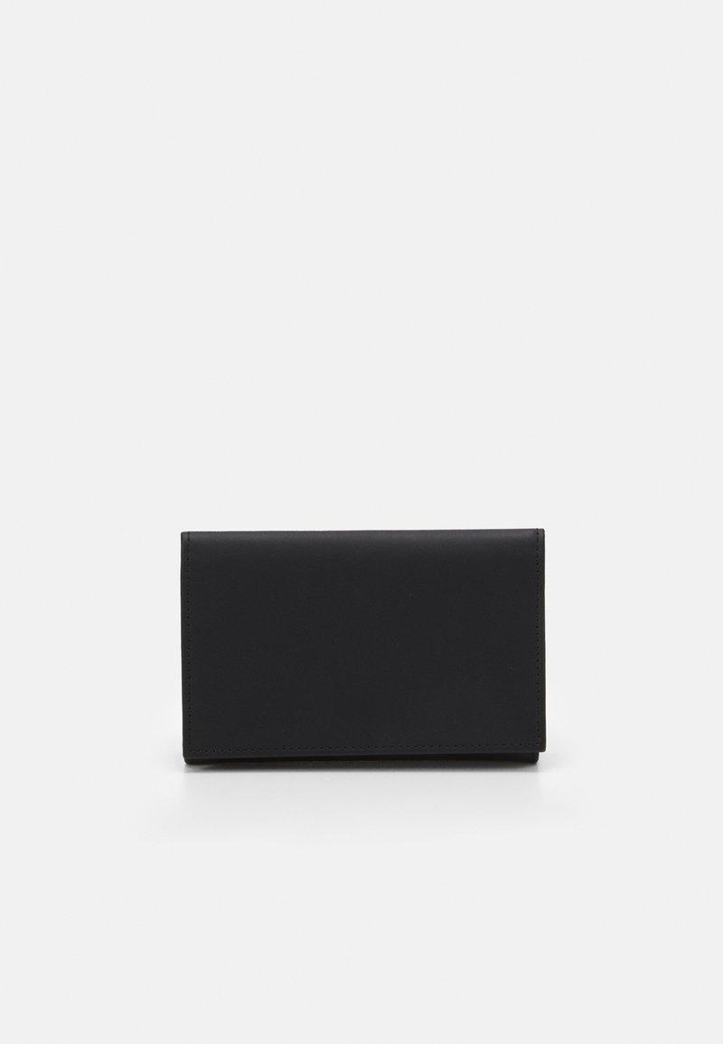 PB 0110 - Peněženka - black