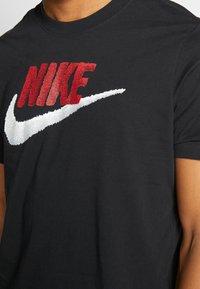 Nike Sportswear - Print T-shirt - black/university red - 5