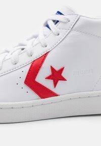 Converse - PRO BIRTH OF FLIGHT UNISEX - Zapatillas altas - white/rush blue/university red - 5