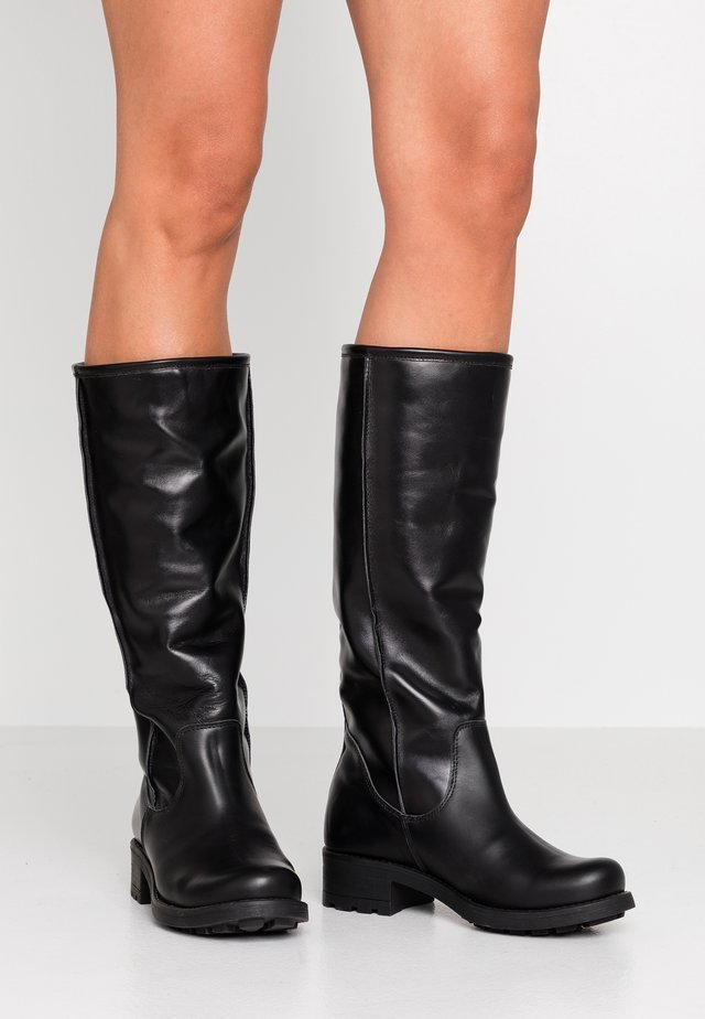 Boots - oriol