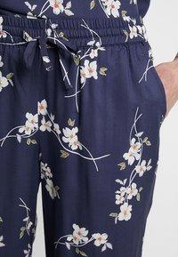 Noisy May - NMMAGIC VISCOSE PANTS  - Bukse - ombre blue/flowers - 4