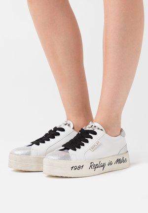 VANILLA VIRDEN - Sneakers laag - white