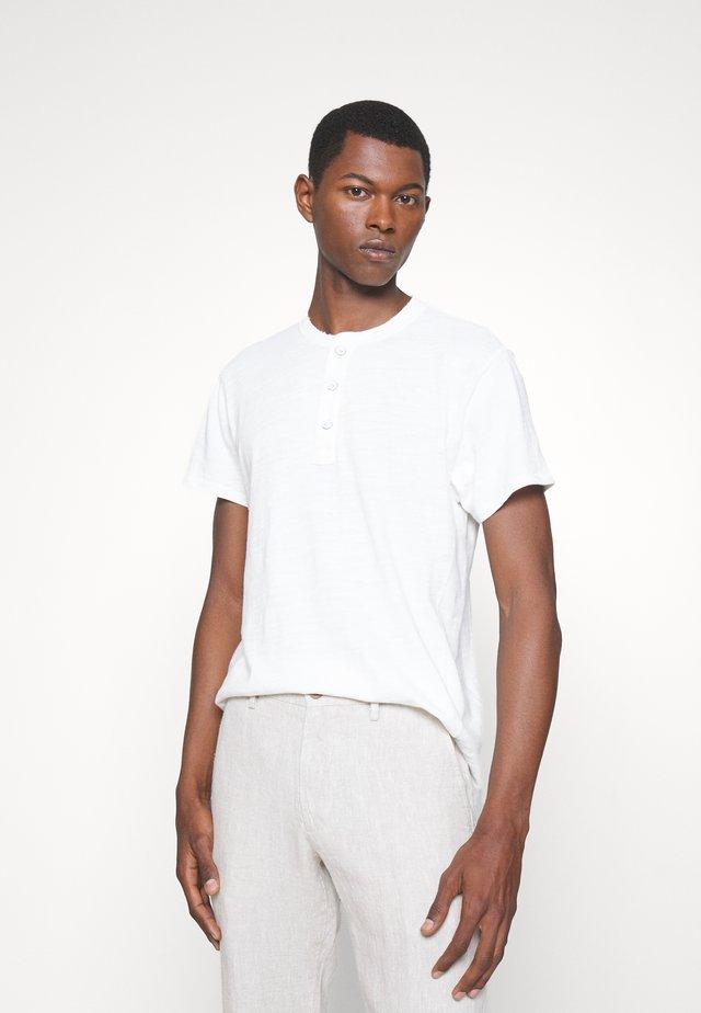 CLASSIC - Jednoduché triko - white