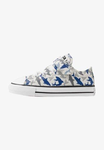 CHUCK TAYLOR ALL STAR SHARK BITE - Sneakers - photon dust/rush blue/white