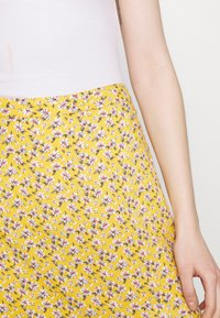 Hollister Co. - SLIP SKIRT - Gonna a campana - yellow floral - 4