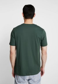 Nike Sportswear - CLUB TEE - T-shirt - bas - galactic jade/white - 2