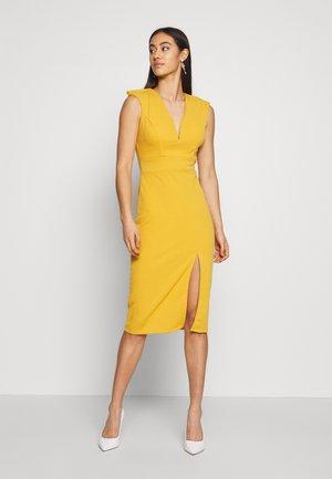 MIDI FITTED FRONT SPLIT DRESS - Shift dress - mustard