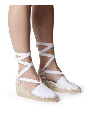 VALENCIA - Wedge sandals - white