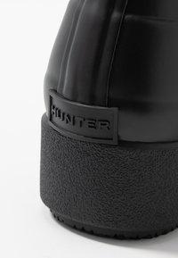Hunter ORIGINAL - WOMENS REFINED CREEPER NEO CHELSEA - Gummistøvler - black - 2