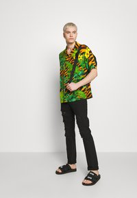 Versace Jeans Couture - SHIRT TROPICAL TIGER PRINT - Shirt - multi - 1
