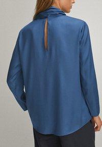 Massimo Dutti - WITH TIE DETAIL - Bluzka - blue - 2