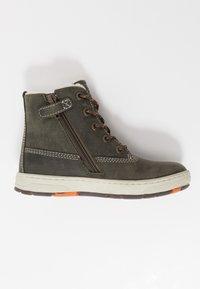 Lurchi - DOUG TEX - Šněrovací kotníkové boty - black/olive - 1