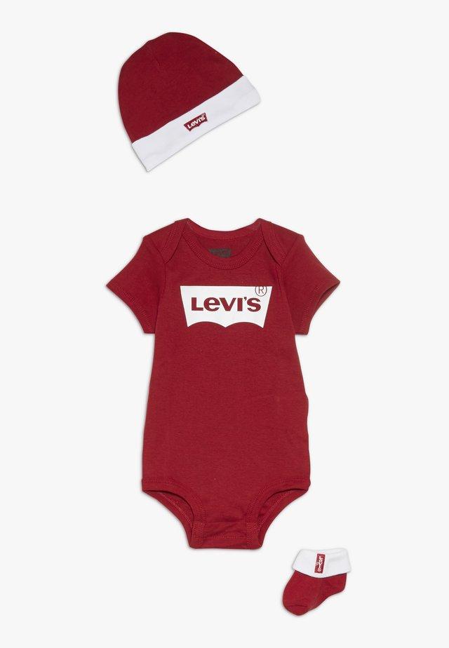 CLASSIC BATWING INFANT BABY SET - Cadeau de naissance - red