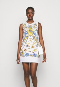 Versace Jeans Couture - LADY DRESS - Denimové šaty - optical white/blue bell - 3