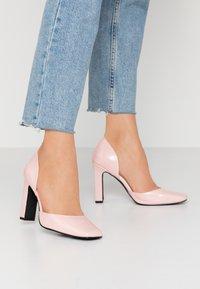 NA-KD - SQUARED - Escarpins à talons hauts - dusty pink - 0