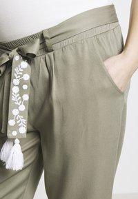Mara Mea - NIGHT TRAIN - Spodnie materiałowe - khaki - 3