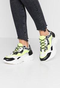 Steve Madden - ANTONIA - Sneakers - neon yellow - 0