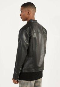 Bershka - BIKERJACKE AUS KUNSTLEDER 01291109 - Leather jacket - black - 2