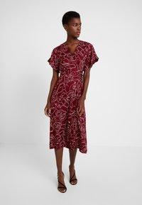 Great Plains London - CELESTE SKETCH - Denní šaty - cabernet milk - 0