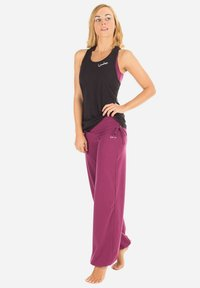 Winshape - Tracksuit bottoms - berry love - 3