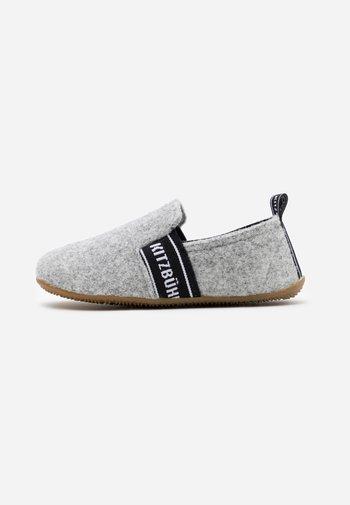 T-MODELL UNISEX - Domácí obuv - grey