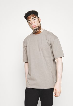 RECLAIM POCKET TEE UNISEX - T-shirt - bas - grey