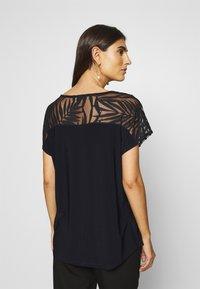 Wallis - PALM DEVOURE TOP - T-shirt print - black - 2