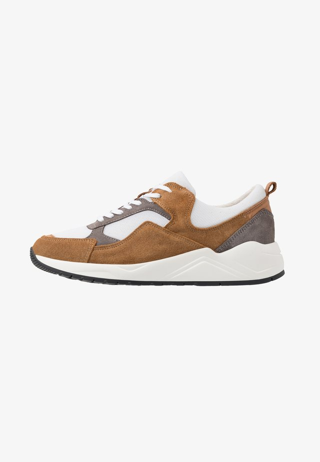 BIADAKOTA - Sneakersy niskie - medium brown