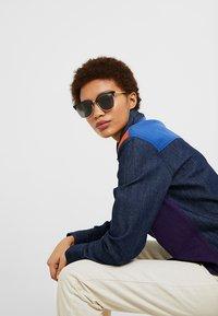 QUAY AUSTRALIA - EVASIVE - Sunglasses - high shine black/smoke - 3