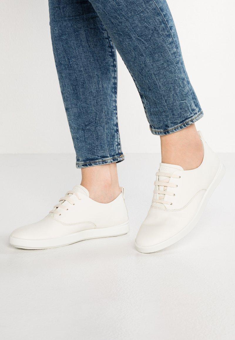 ECCO - LEISURE - Sneakersy niskie - shadow white